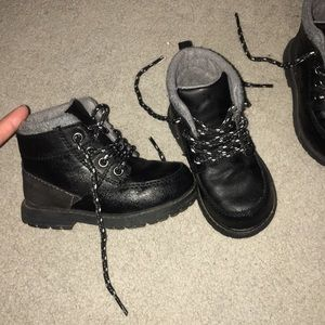 Coolest black  boots for toddler